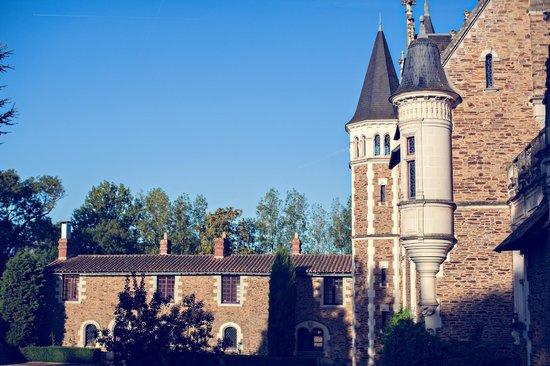 Chateau de la Colaissiere : Vue de la cour intérieure du chateau