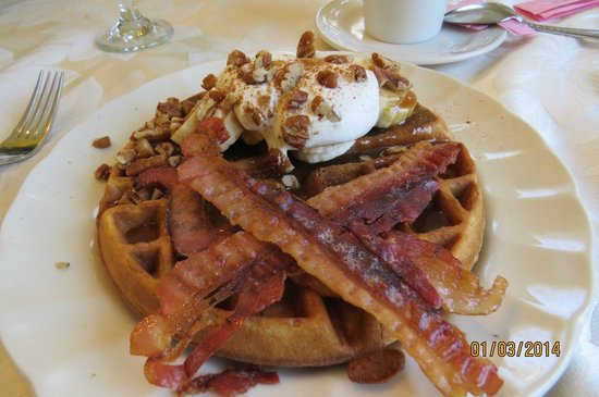 1501 Linden Manor Bed and Breakfast: our absolute favorite breakfast the the Linden Manor