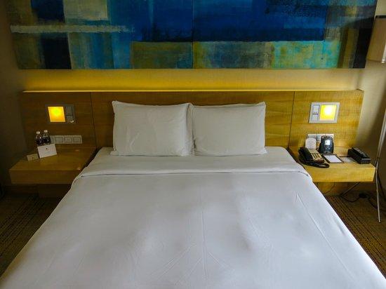 DoubleTree by Hilton Kuala Lumpur: Our beautiful modern bed