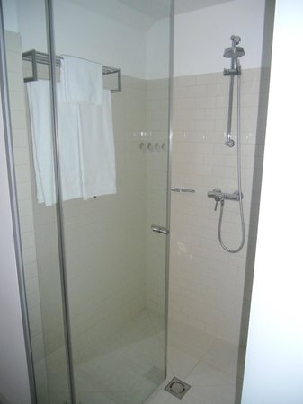 Casati Budapest Hotel: Seperate Shower cubicle