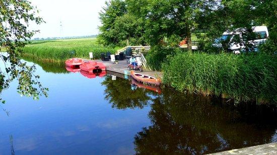 Overleekerhoeve: Deck with boats