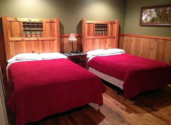 Cranberry Inn: Two Double Beds