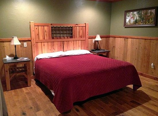 Cranberry Inn: King Bed