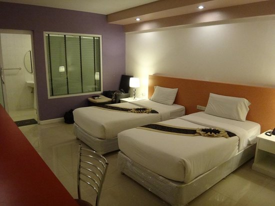 Ratchada Resort and Spa Hotel: 部屋の内装と広さだけは良かったです