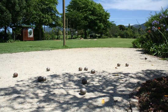 Rocky Road Backpackers : Jeu de boules