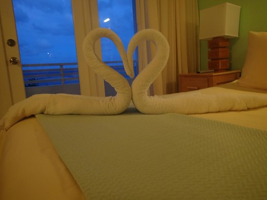 Couples Tower Isle: Towel Swan!