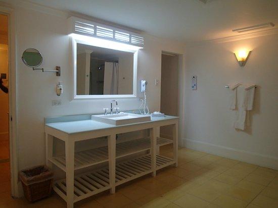 Couples Tower Isle: Bathroom Vanity