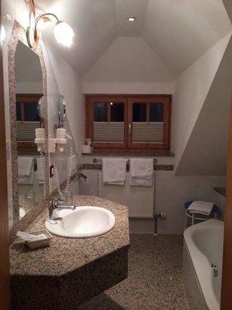 Hotel-Pension Bloberger Hof: Bagno junior suite