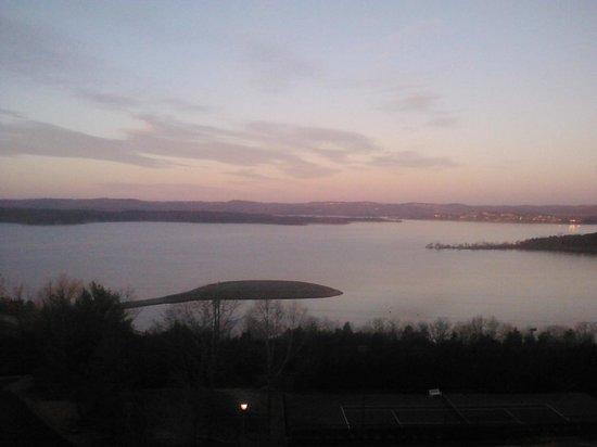 Chateau on the Lake Resort & Spa : Sunrise