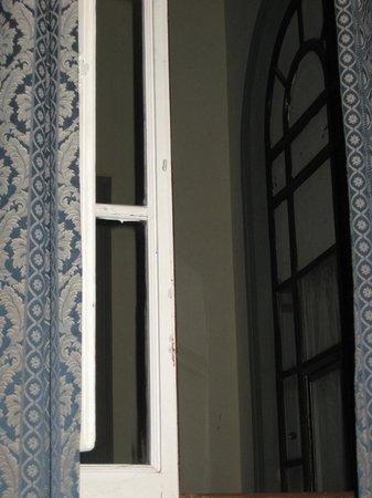 San Frediano Mansion : bellissima vista sul... muro