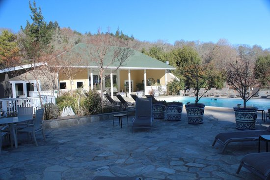 Meadowlark Country House: Pool area
