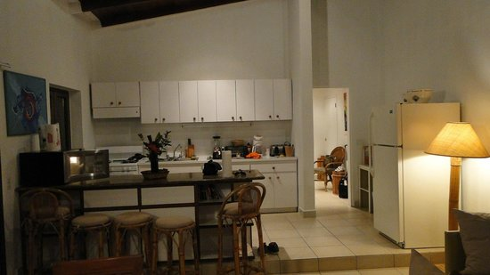 Mango Bay Resort: kitchen and looking into hallway to bedroom