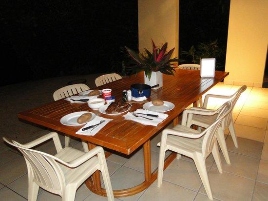 Mango Bay Resort: patio