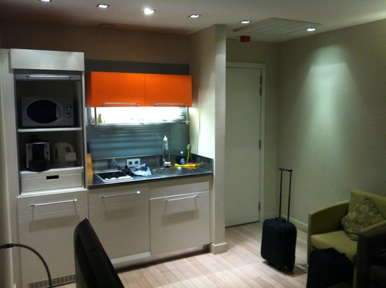 B-aparthotel Grand Place: Kitchenette