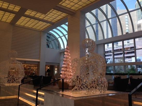 Le Royal Meridien Abu Dhabi: arte nella hall