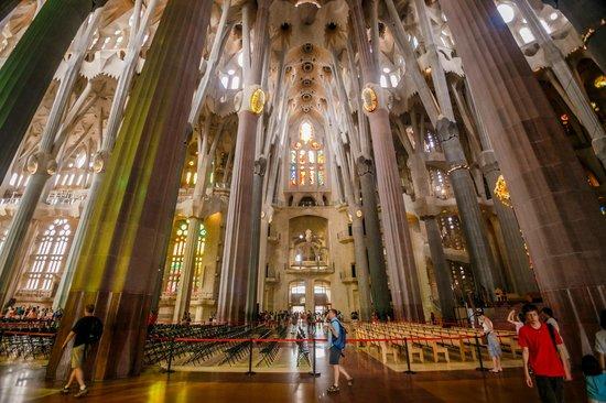 Basilica of the Sagrada Familia: Внутри собора 1