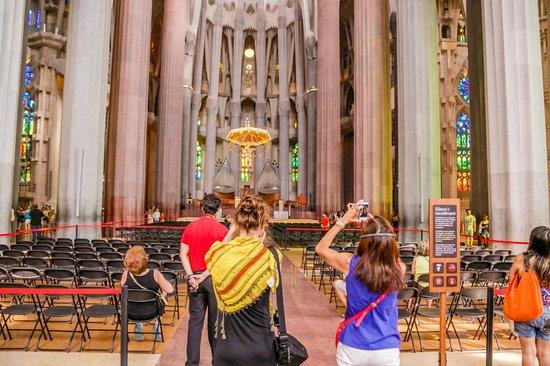 Basilica of the Sagrada Familia: Внутри собора 3