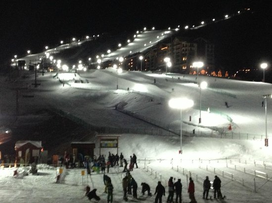 Sheraton Steamboat Resort: hotel deck - night skiing