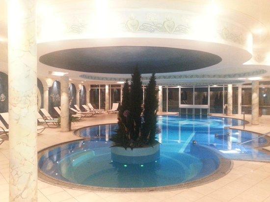 Hotel Schwarzenstein: Piscina interna