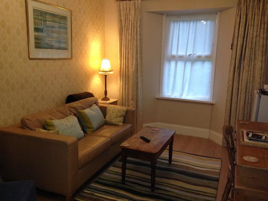 Ascot House Hotel: Deluxe Suite Lounge
