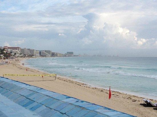 Sun Palace : from pool toward beaches