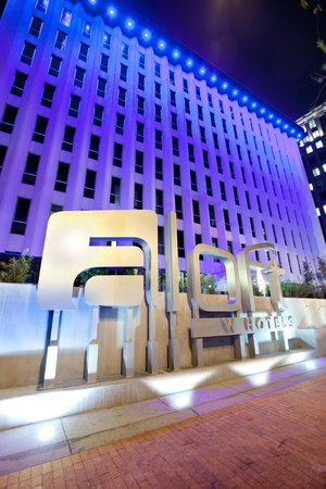 Aloft Orlando Downtown : Exterior view of LED lighting