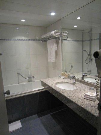 Pullman Paris Montparnasse : salle de bain