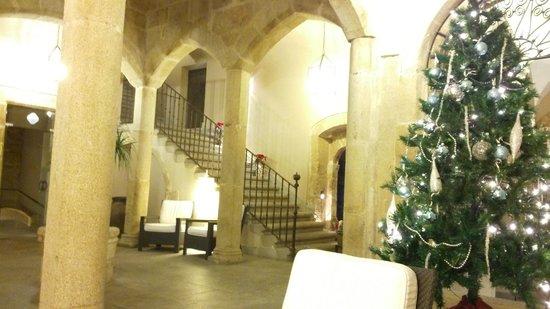 NH Collection Cáceres Palacio de Oquendo: Hall
