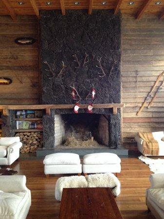 Hotel Cumbres Puerto Varas: Hotel Lobby