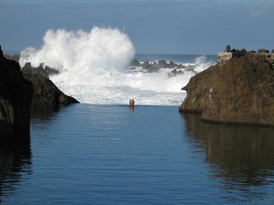 Hotel Moniz Sol : Natuurlijke zwembaden voor het hotel
