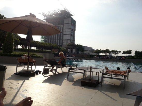 Pathumwan Princess Hotel: bassengområdet i 8 etasje