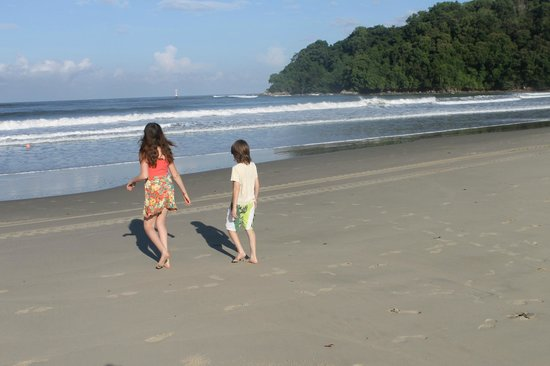 Shangri-La's Rasa Ria Resort & Spa : a part of the beach