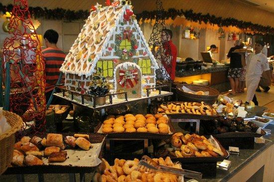 Shangri-La's Rasa Ria Resort & Spa : A small part of the breakfast buffet