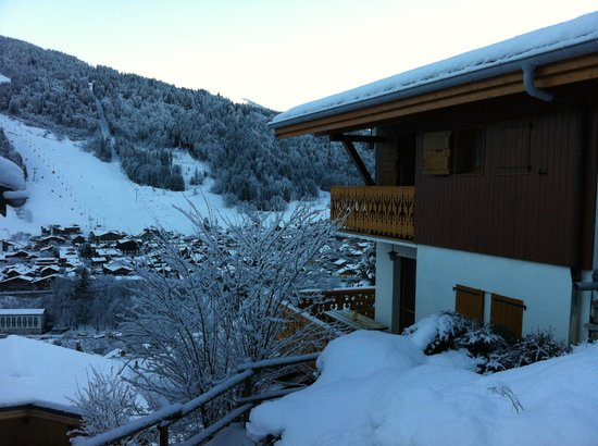 Chalet Chelmer: Panoramic views of the mountains and pistes, from all rooms