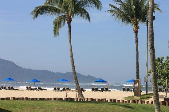 Shangri-La's Rasa Ria Resort & Spa : view of the garden and beach area