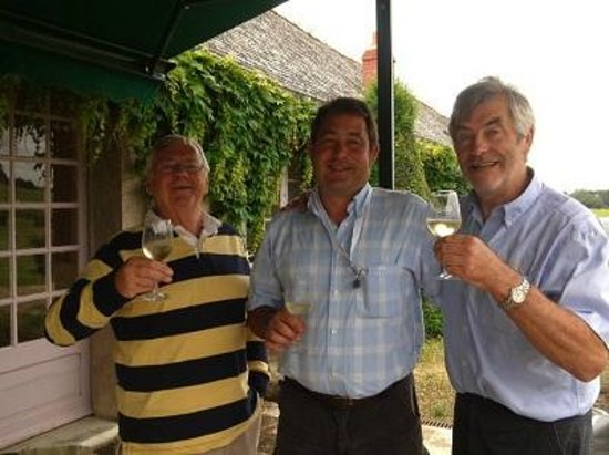 Loire Wine Tours - Day Tours: Simon with Jim and Richard the winemaker at Chaeteau Chaintres