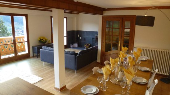 Chalet Chelmer: Living room with evening dinner area