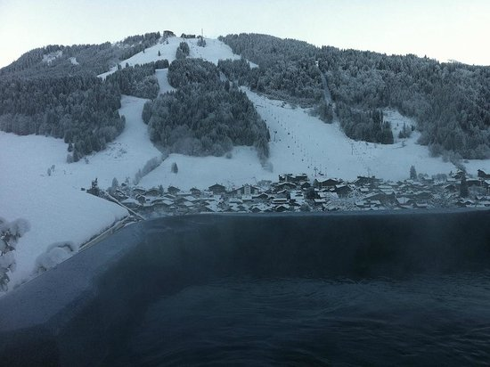 Chalet Chelmer: Outdoor hot tub with panoramic views accompanied with indoor sauna