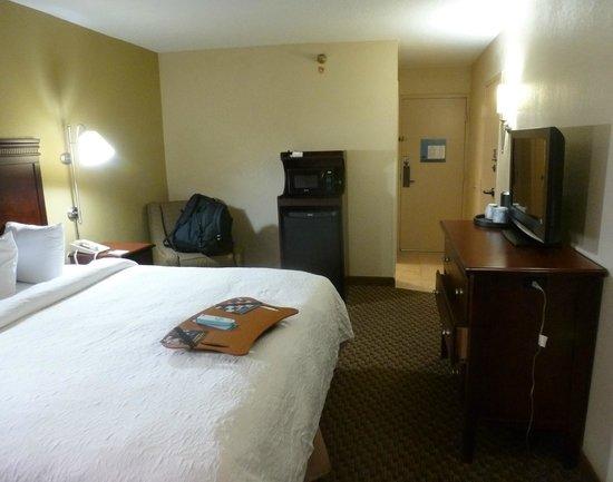 Hampton Inn Charleston - Airport / Coliseum: Room 330