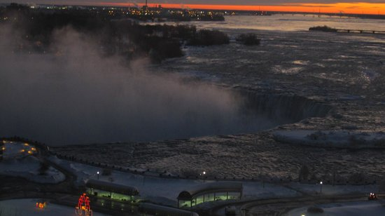 Radisson Hotel & Suites Fallsview: the view from room 1039 at dawn