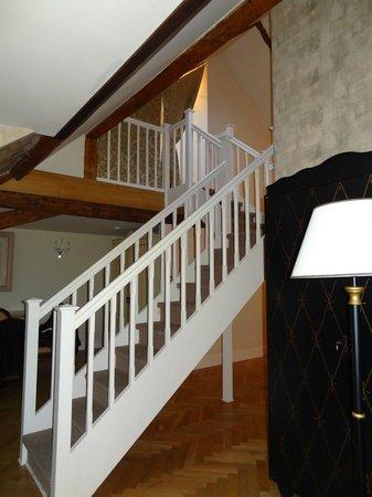 Smetana Hotel: Treppe zum Schlafbereich u. Bad