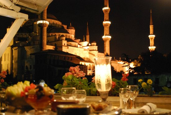 Rami Restaurant: A romantic dinner with Blue Mosque