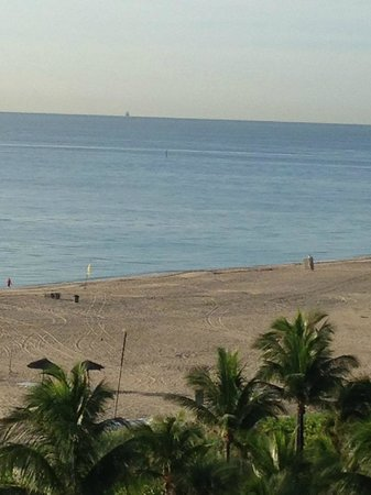 Fort Lauderdale Marriott Harbor Beach Resort & Spa : View from out on the patio of our room.  Very nice.