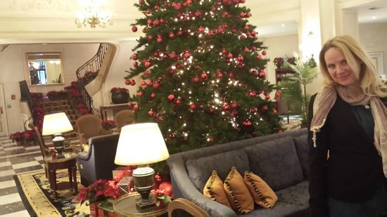 Hotel Le Plaza : Christmas Tree in Lobby