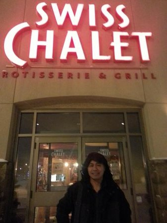 Swiss Chalet Rotisserie & Grill : Main entrance