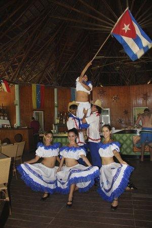 Hotel Roc Arenas Doradas: Al ristorante  i ballerini animano il pranzo
