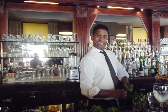 Le Fumoir: One of the friendly and helpful bar staff