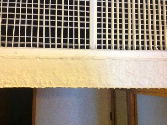 Club Regina Cancun: leaking air conditioner in room