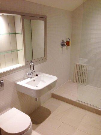 The Lawrance York : Second bathroom