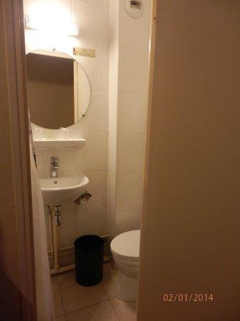Hotel de la Place des Alpes: bagno (che era difficile da fotografare)